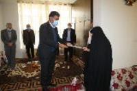 دیدار مدیر عامل شرکت آب وفاضلاب استان ایلام با خانواده شهدا