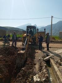 توسعه 900 متر خط انتقال و شبكه توزیع  آب در محله جديد دهستان ارمو شهرستان دره شهر